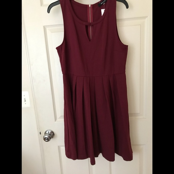 NWT- 🆕Faya Sleeveless Keyhole Fit   Flare Dress 30d2f04a4bfb2